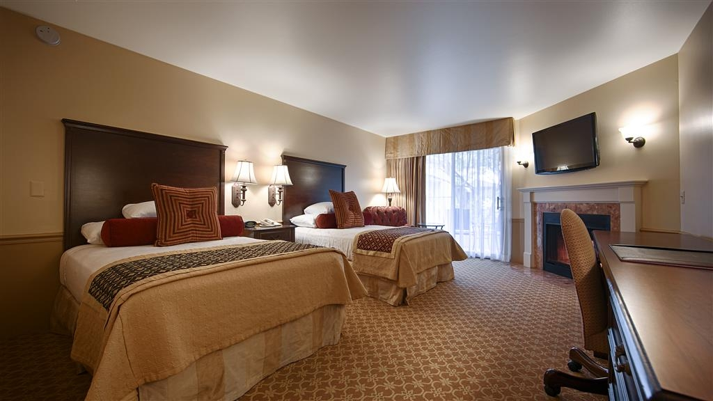 Best Western Plus Victorian Inn - Our double bed guest room offers a gas fireplace and 42-inch television. Bring a friend or family!