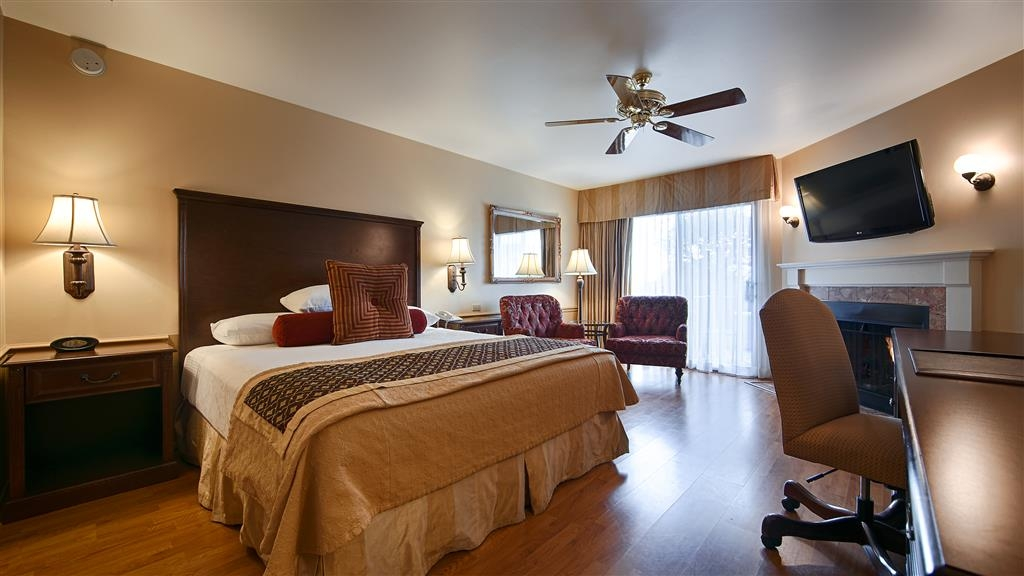 Best Western Plus Victorian Inn - Whether you visit us for business or leisure, book a king bed guest room with a desk and a beauitful view.