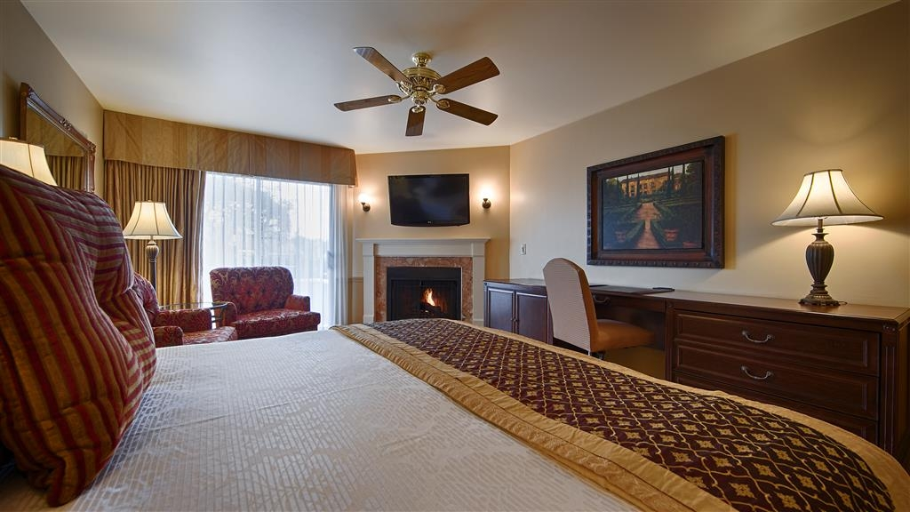 Best Western Plus Victorian Inn - Relax after a long day of travel in our king bed guest room.