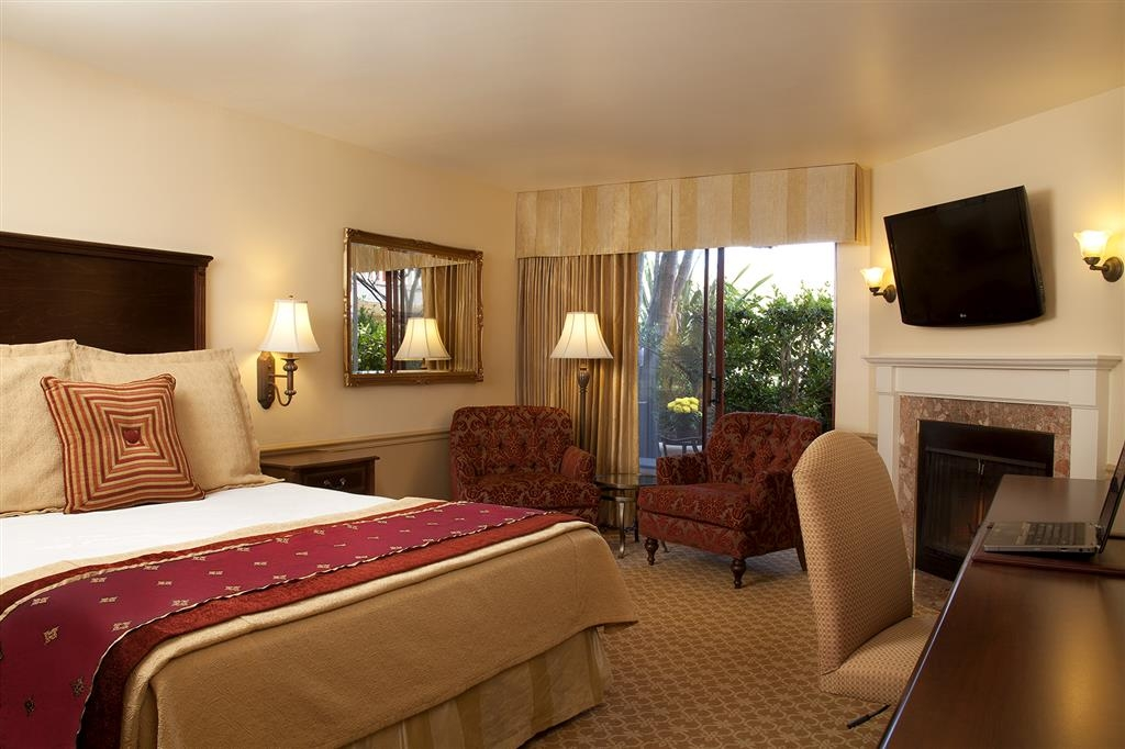 Best Western Plus Victorian Inn - Book a king guest room with courtyard views! Rooms come standard with a 42-inch TV, gas fireplace and work desk area.