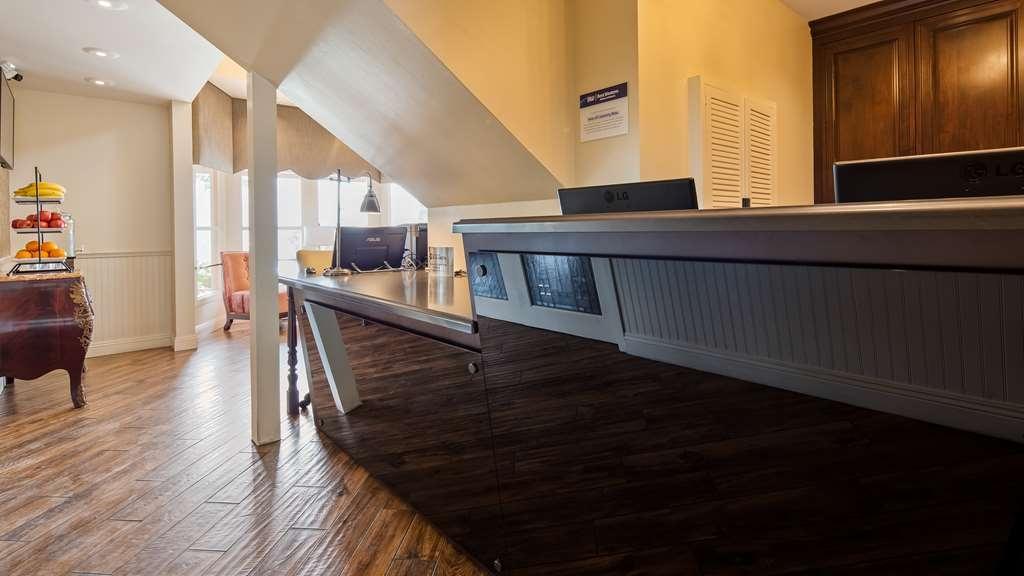 Best Western Plus Victorian Inn - Hall
