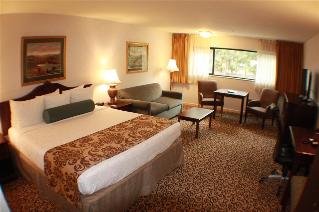 Best Western Plus Inn at the Vines - Our executive king room is perfect for extended stays or a weekend getaway.