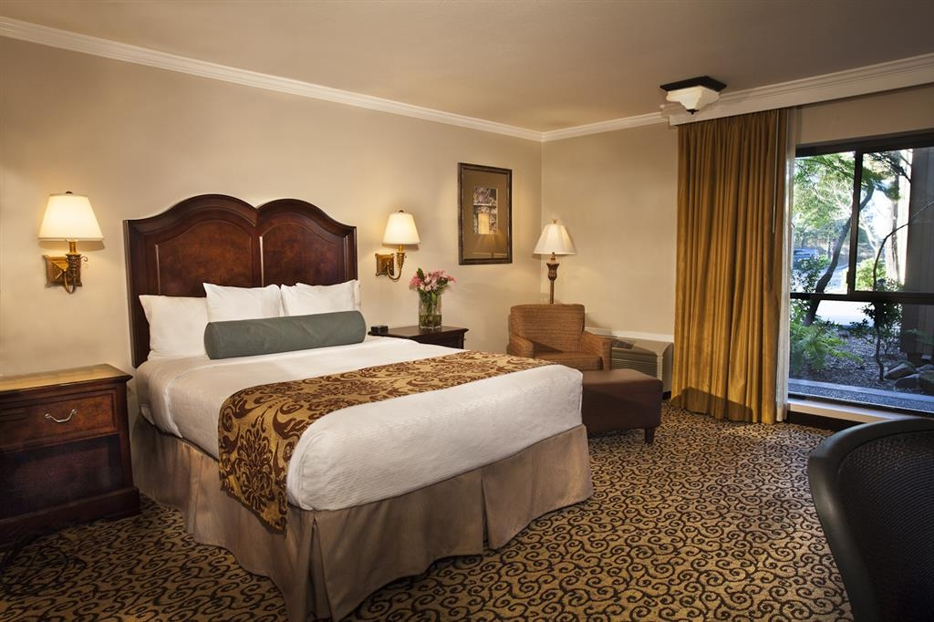 Best Western Plus Inn at the Vines - Make yourself at home in our mobility accessible queen guest room.
