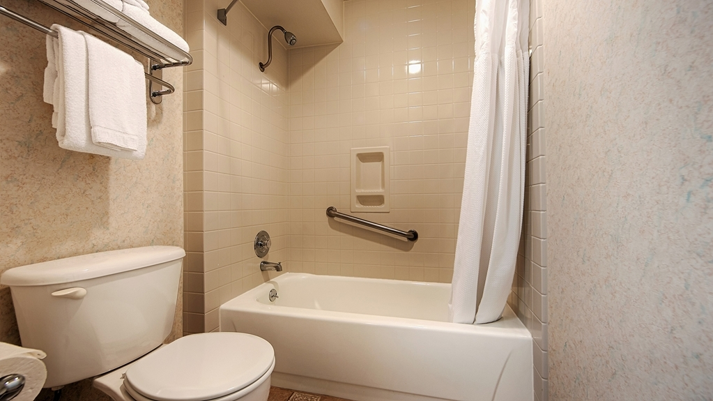 Best Western Plus Inn at the Vines - Enjoy getting ready for the day in our Guest Bathrooms