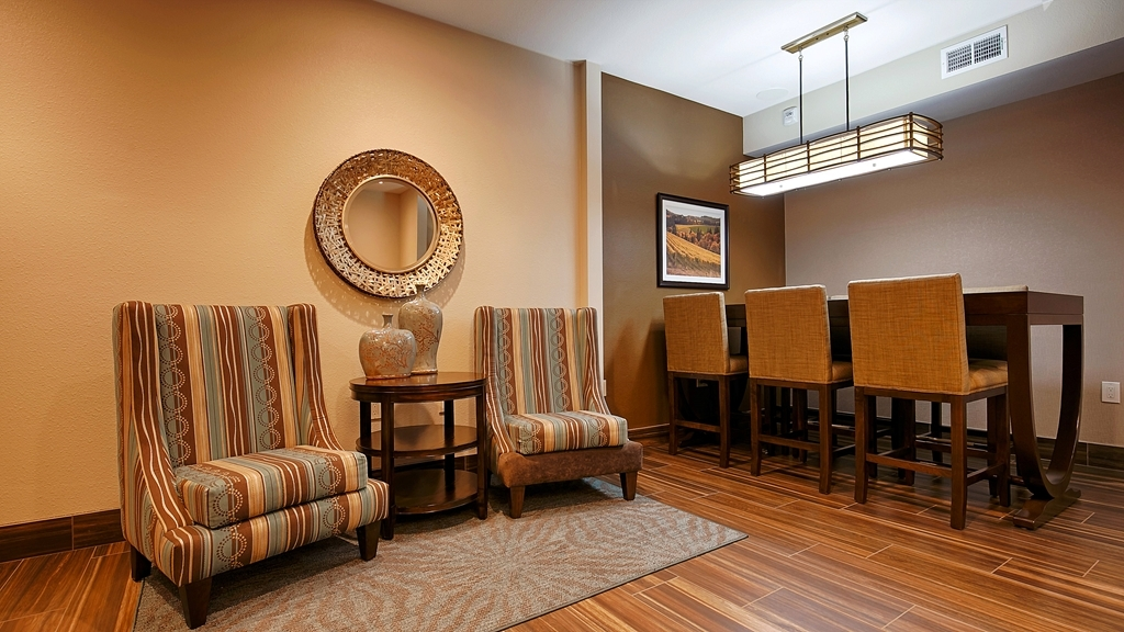Best Western Plus Inn at the Vines - Relax in our comfortable lobby.