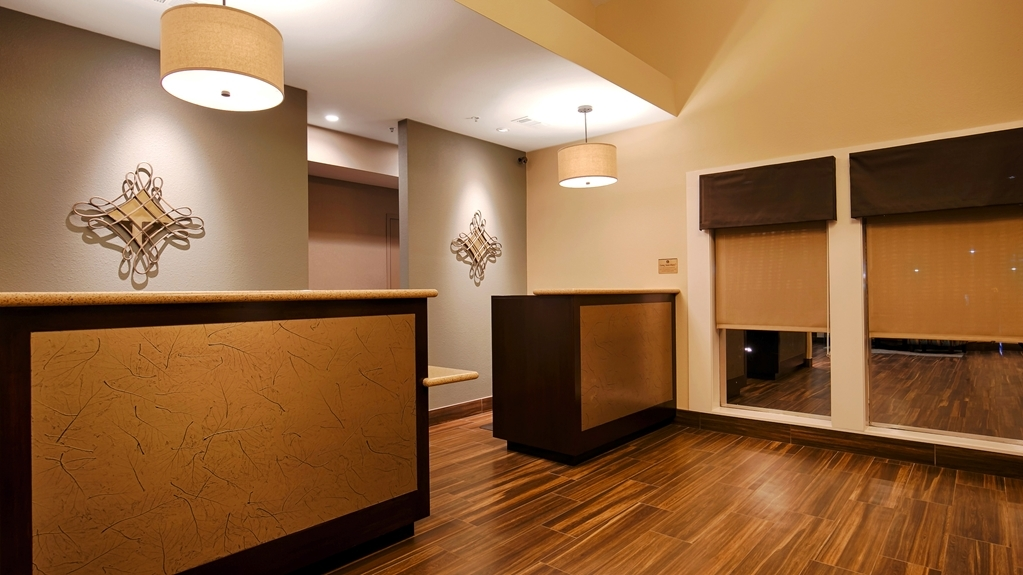 Best Western Plus Inn at the Vines - Comfort begins right away at the front desk.