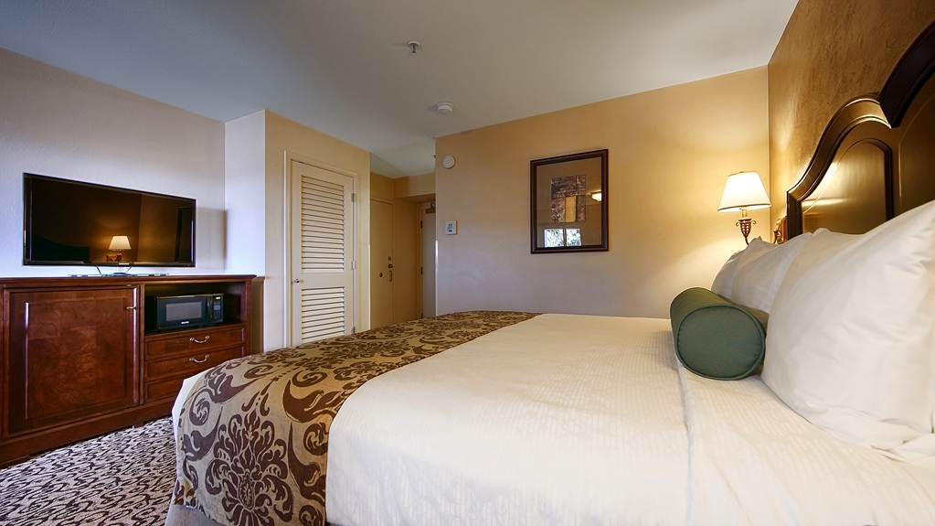 Best Western Plus Inn at the Vines - Live in true luxury when you book an executive king guest room.