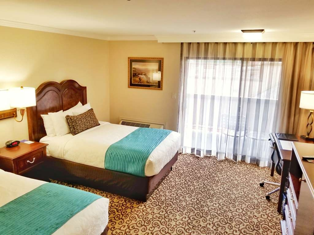 Best Western Plus Inn at the Vines - Relax and unwind in your two double beds guest room with a balcony.