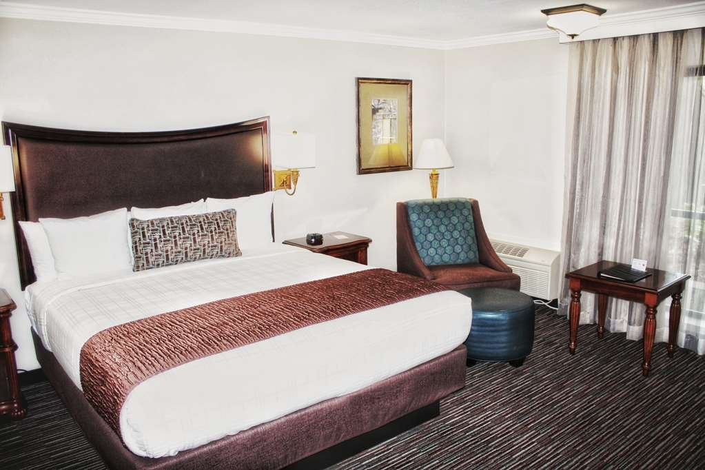 Best Western Plus Inn at the Vines - Enjoy your stay in one of our Cal King bedded rooms