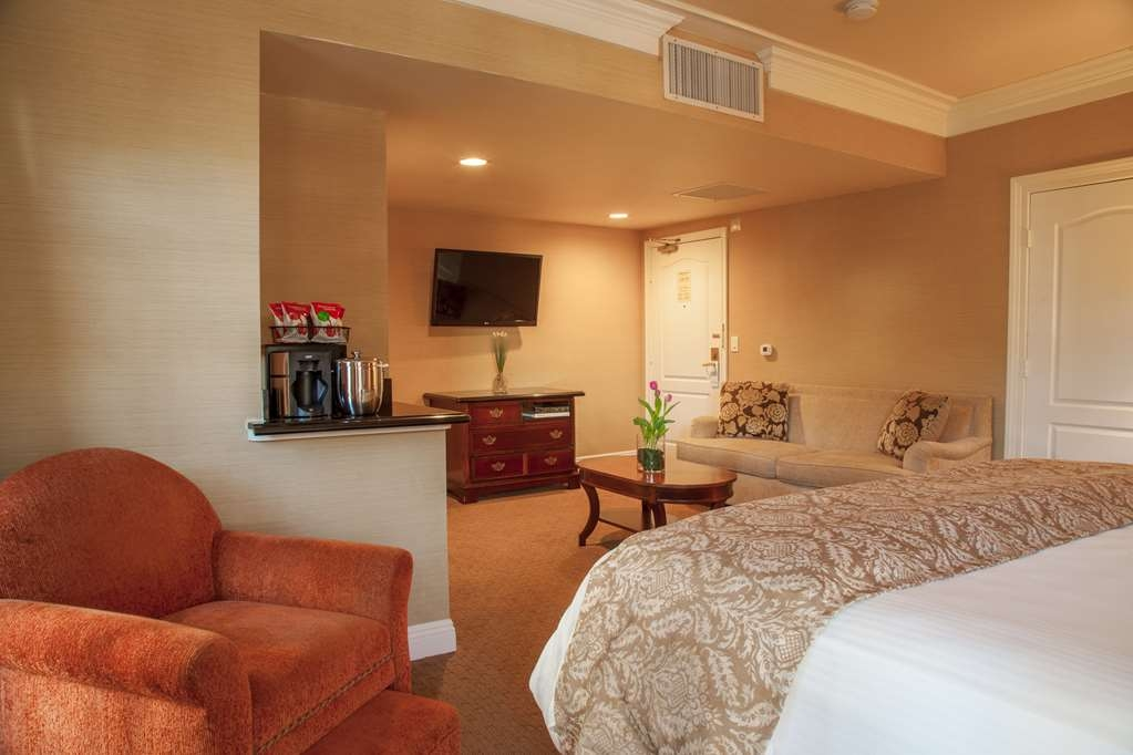 Best Western Plus Sunset Plaza Hotel - Accessible King Bedded Room Seating Area