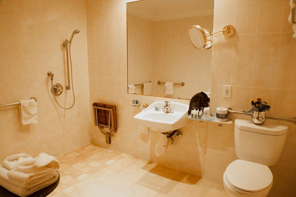 Best Western Plus Sunset Plaza Hotel - Baño