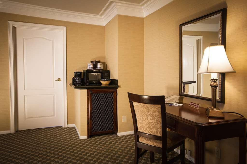 Best Western Plus Sunset Plaza Hotel - Suite