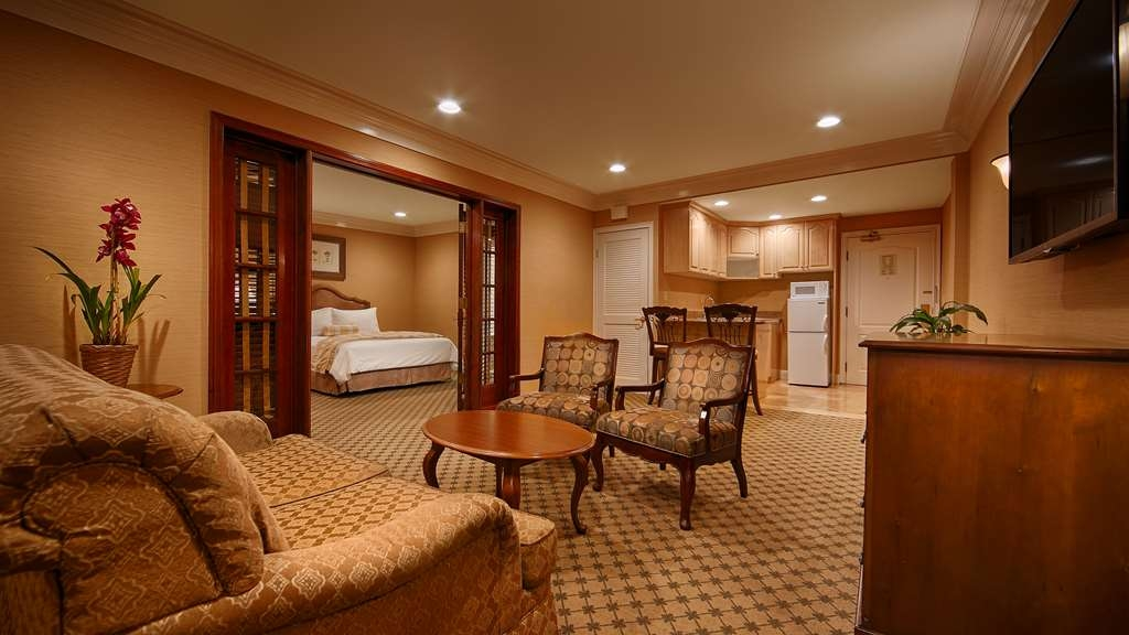 Best Western Plus Sunset Plaza Hotel - This spacious suite consists of a bedroom with two queen beds, living room, whirlpool bathtub and full kitchen.