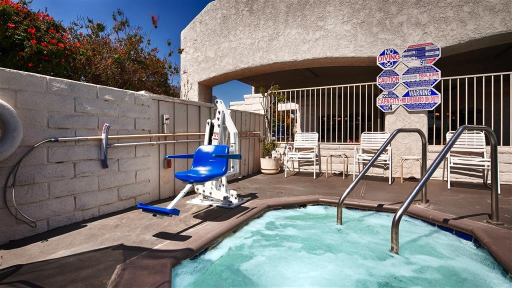 Best Western Camarillo Inn - Relax and let the warm water calm you and leave you feeling rejuvenated.