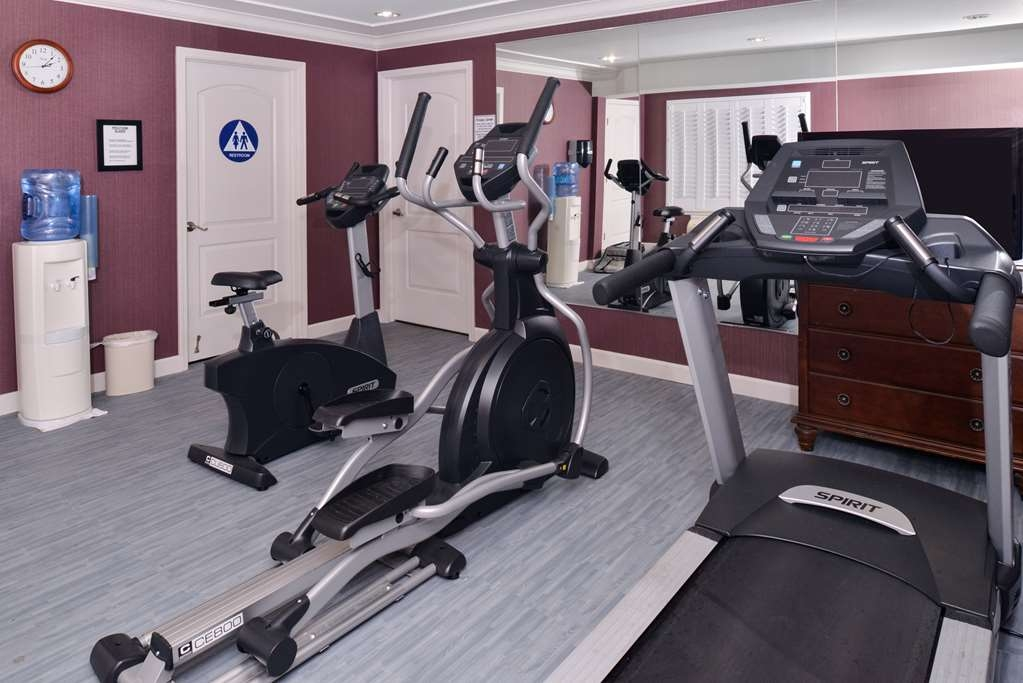 Best Western Inn - Keep up with your home exercise routine in our fitness center open 24-hours a day. Fresh towels and water available.