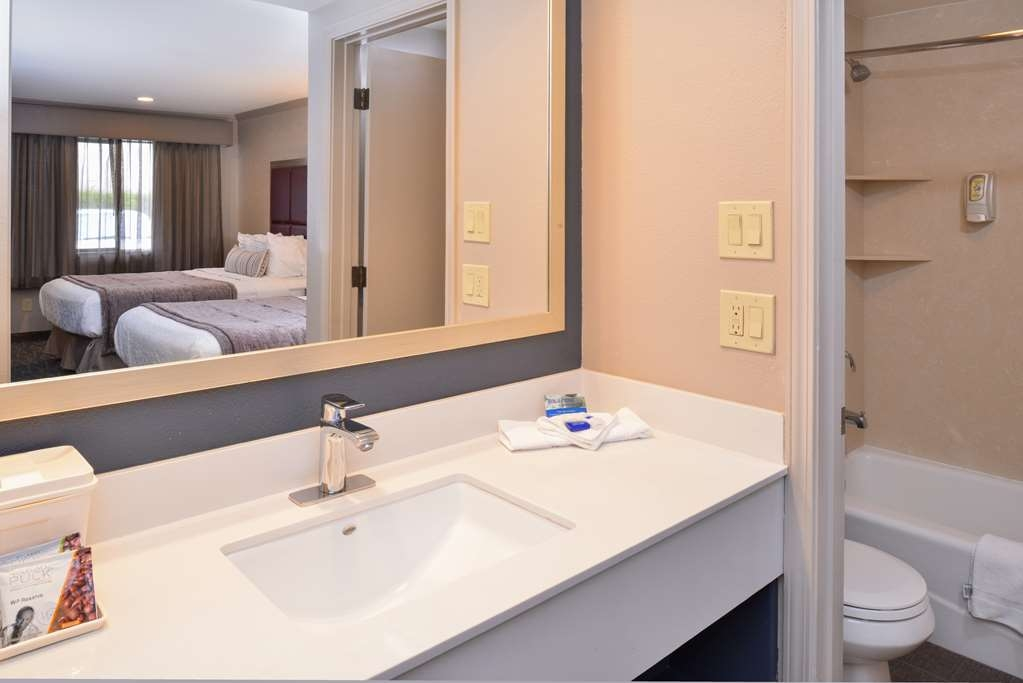 Best Western Inn - All of our guest bathrooms provide you plenty of space to unpack your toiletries.
