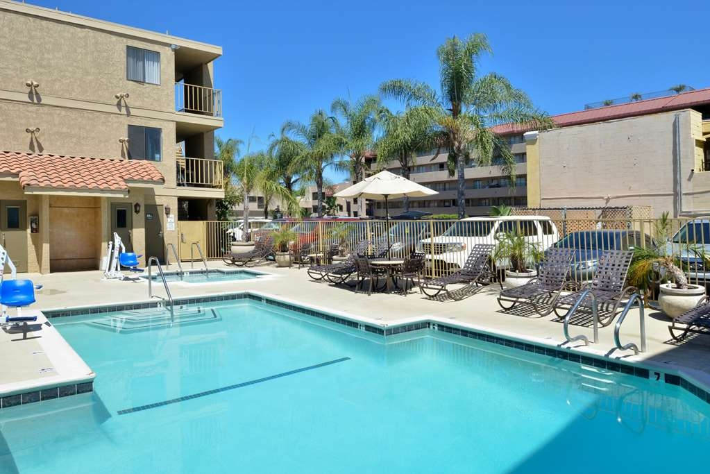 Best Western Plus Anaheim Inn - Vista de la piscina