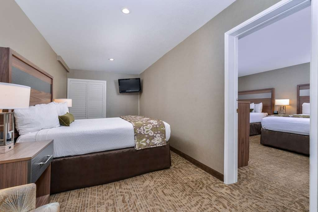 Best Western Plus Anaheim Inn - Suite