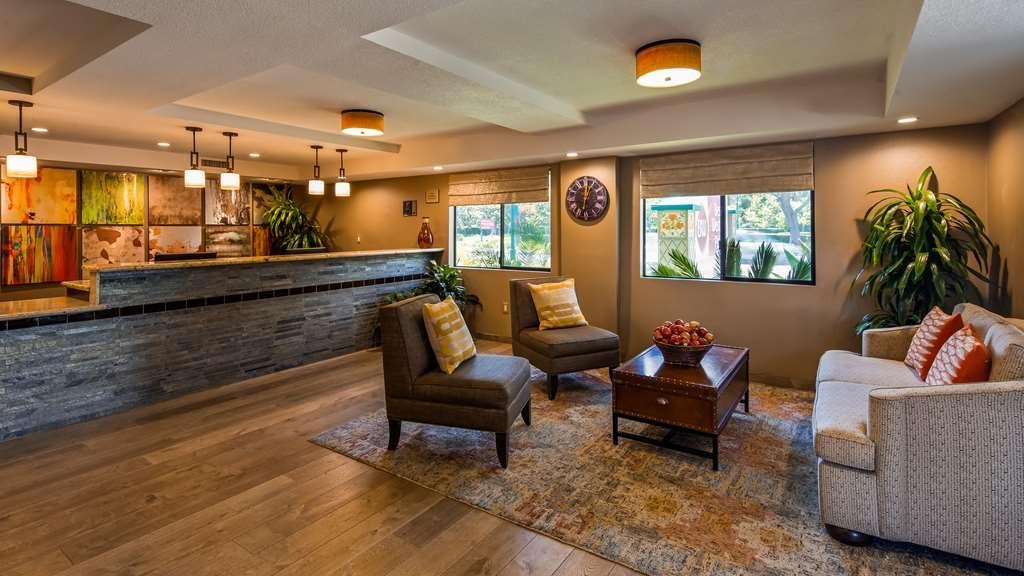 Best Western Plus Anaheim Inn - Vue du lobby