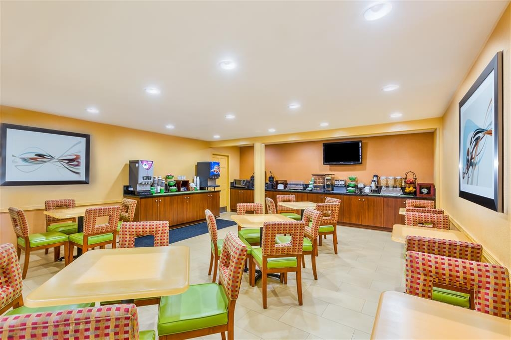 Best Western San Diego/Miramar Hotel - Complimentary breakfast is available daily.