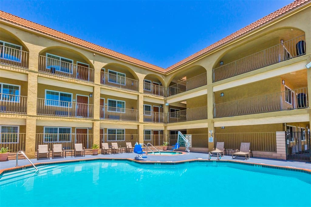 Best Western San Diego/Miramar Hotel - Enjoy San Diego's year-round beautiful weather from our outdoor pool.