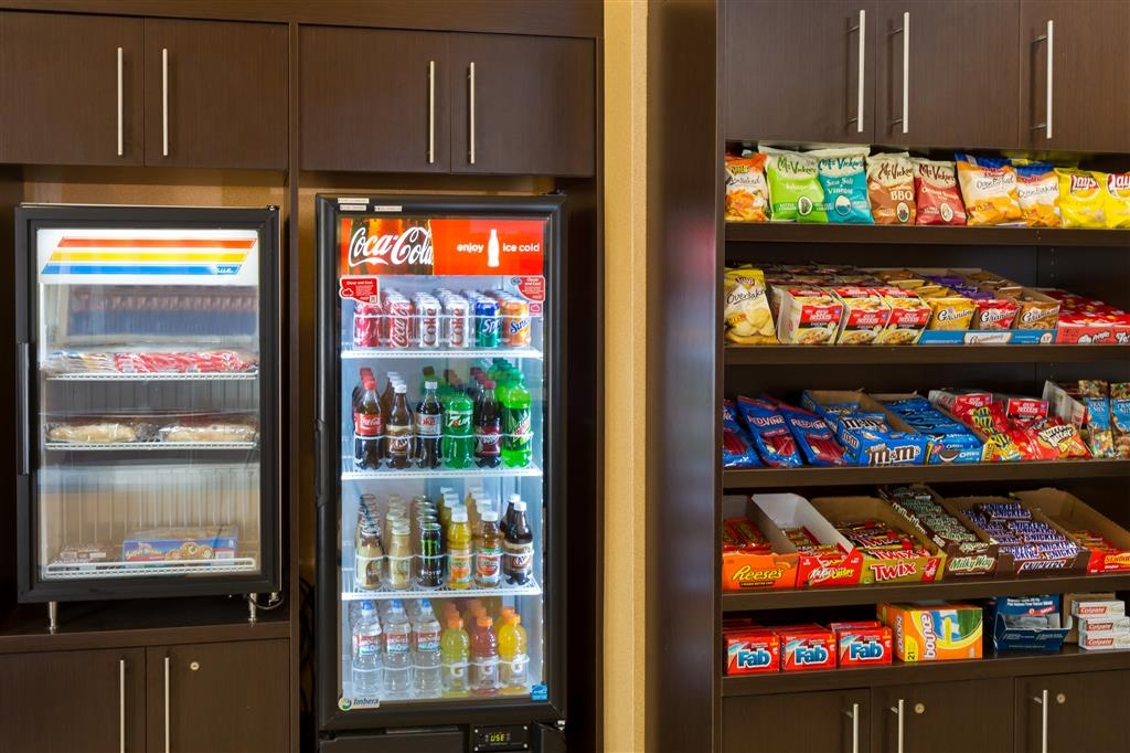 Best Western San Diego/Miramar Hotel - Our on-site mini-mart is open to guests 24-hours a day.