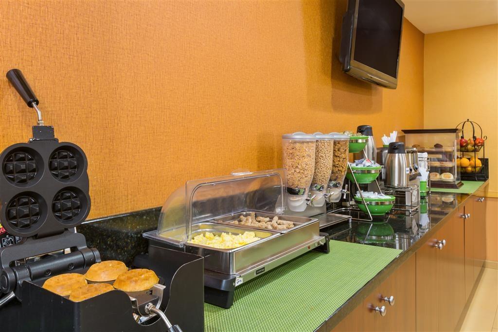Best Western San Diego/Miramar Hotel - Desayuno Buffet