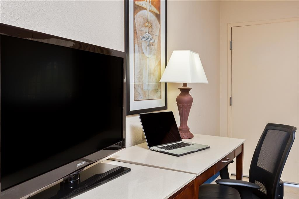 Best Western San Diego/Miramar Hotel - Our guest rooms feature a work desk with ergonomic chair.