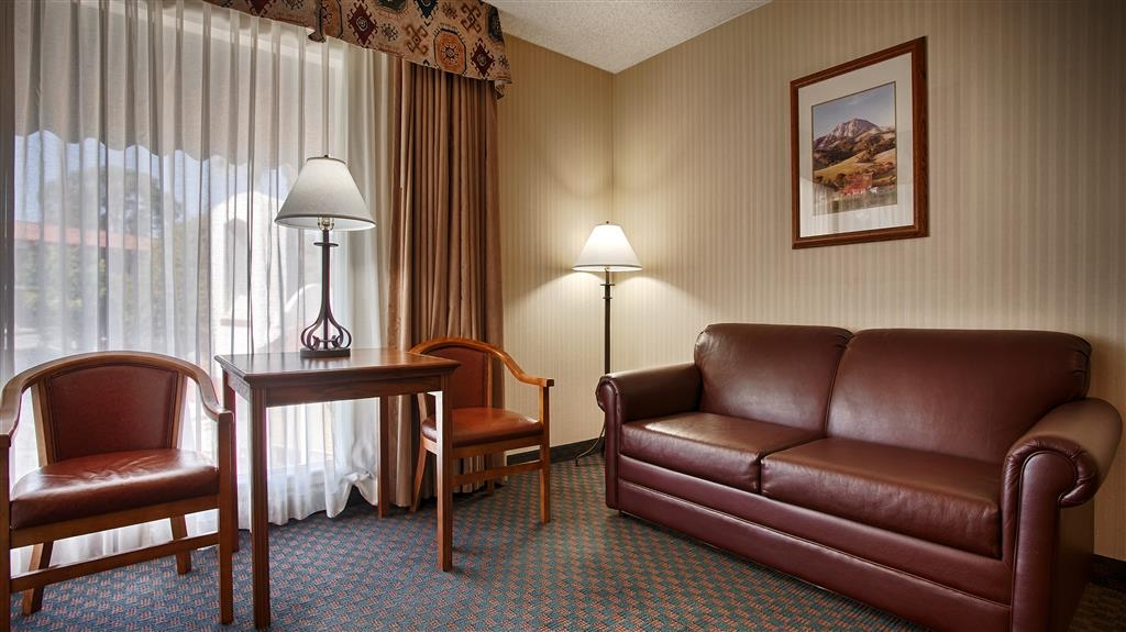 Best Western Casa Grande Inn - Our spacious poolside king bed guest room have all the comforts of home.