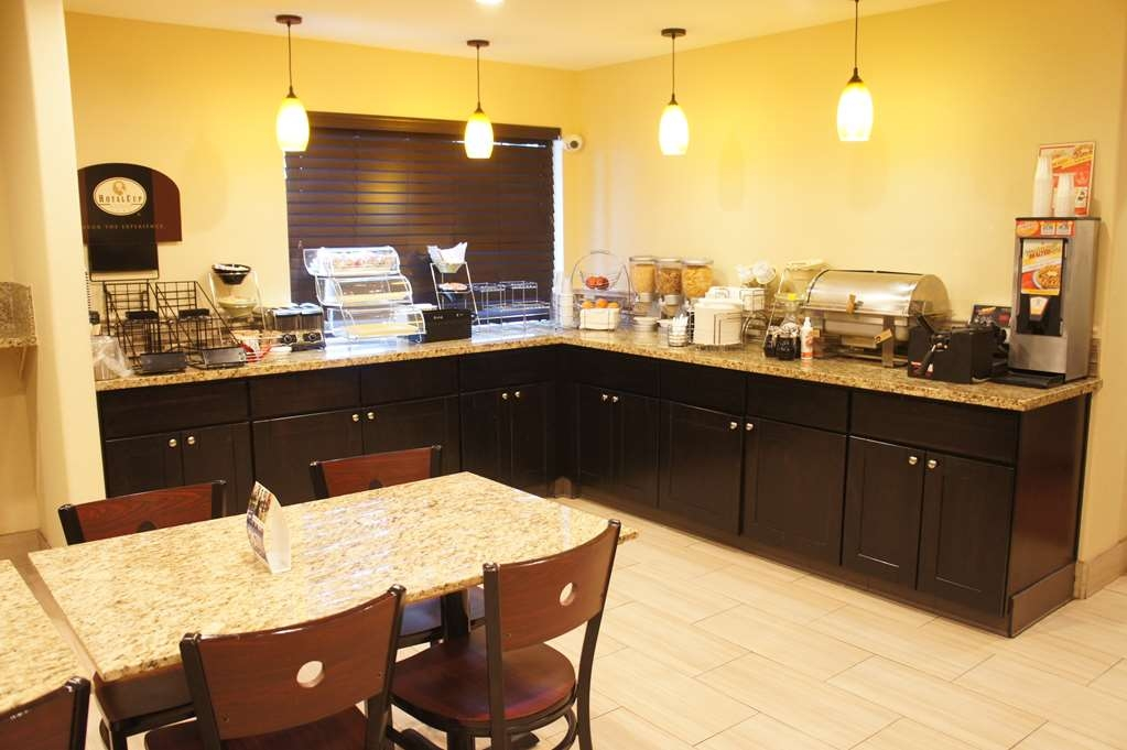 Best Western Plus Inn of Hayward - Desayuno Buffet