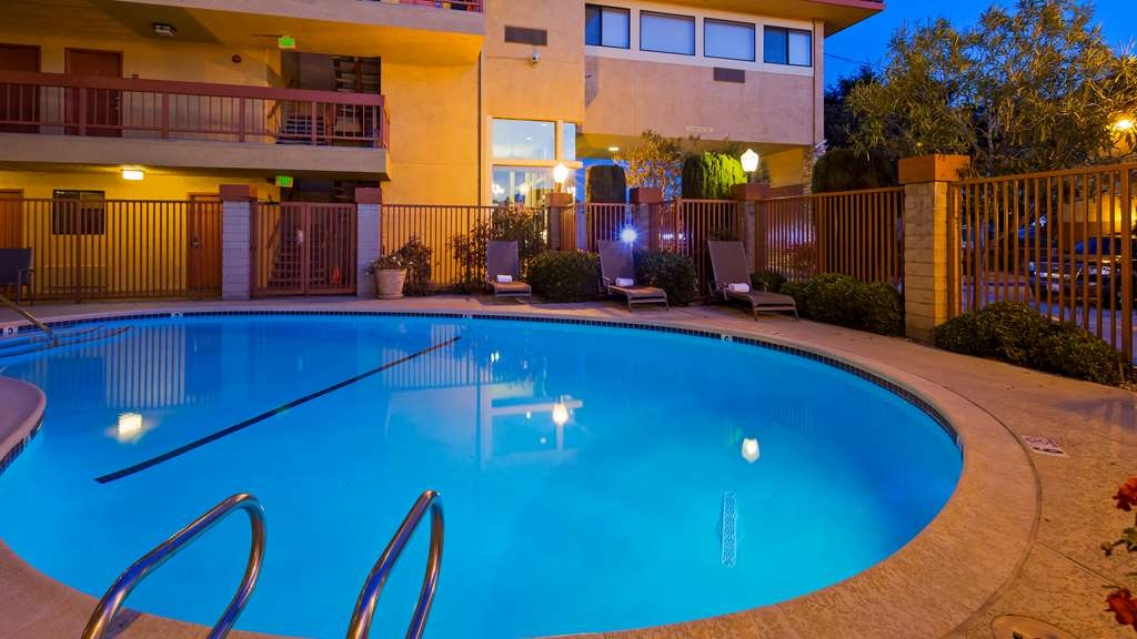 Best Western Plus Inn of Hayward - Vista de la piscina