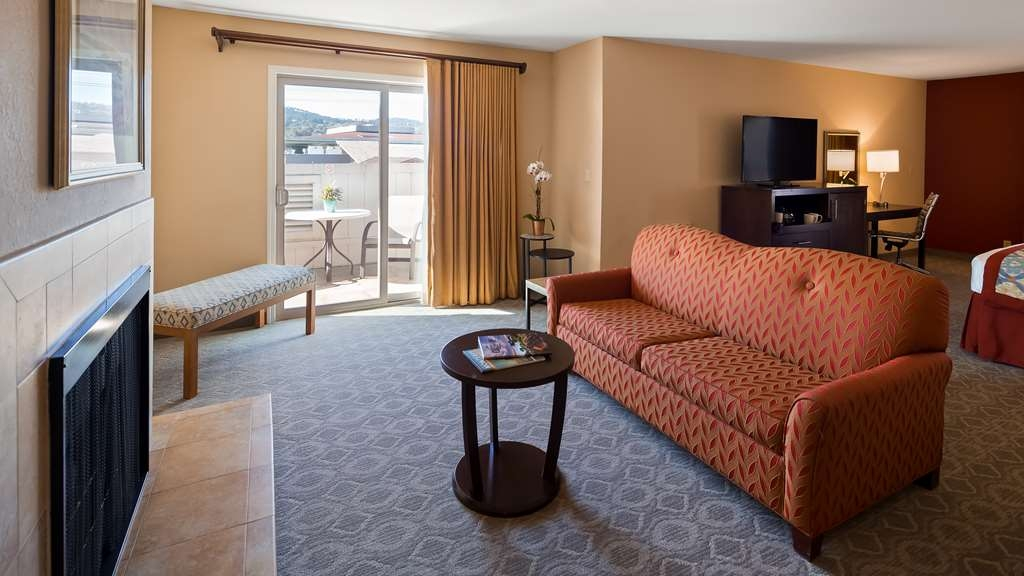 Best Western Plus Monterey Inn - Spacious and inviting, enjoy our premium fireplace room with private balcony