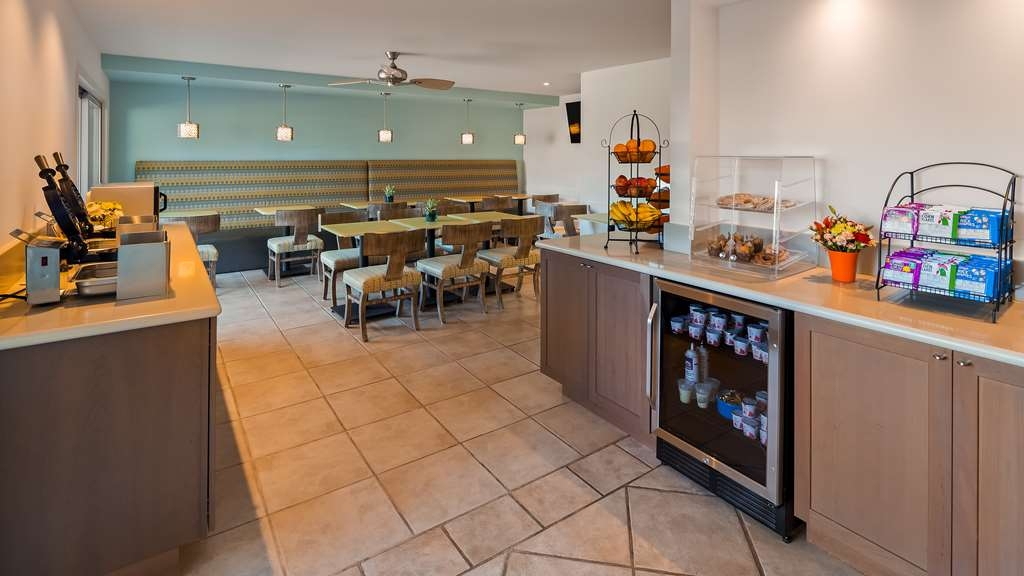 Best Western Plus Monterey Inn - Our breakfast room offers indoor as well as outdoor dining