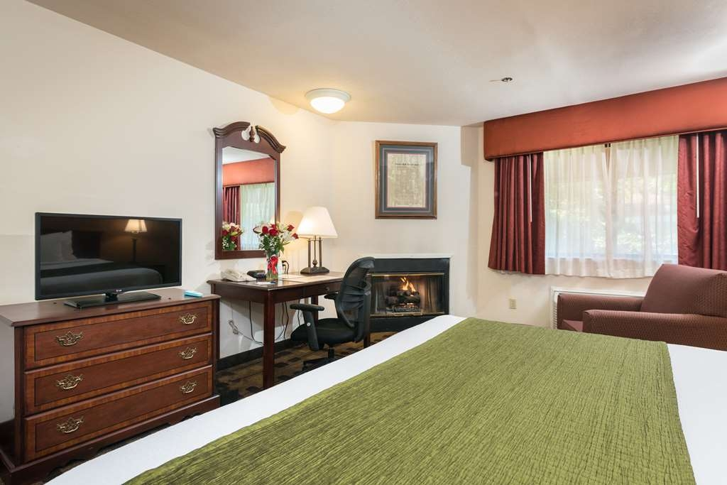 Best Western Amador Inn - Indulge yourself in our warm, welcoming and inviting King Guest Room.