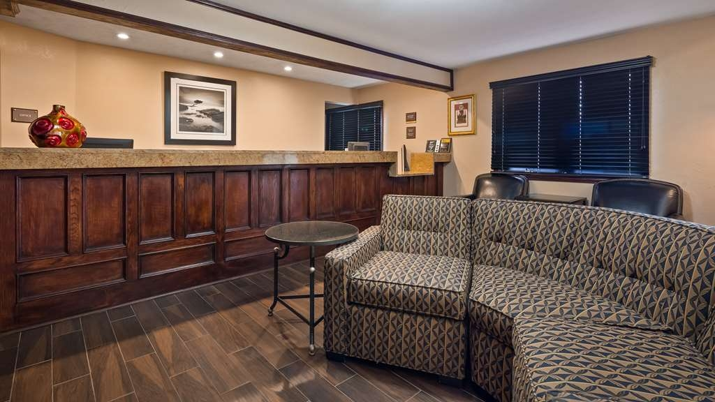 SureStay Plus Hotel by Best Western Omaha South - Hall