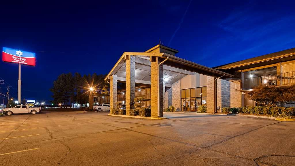 SureStay Plus Hotel by Best Western Poteau - Vista exterior