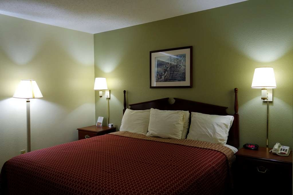 SureStay Plus Hotel by Best Western Chattanooga - Indulge yourself in our warm, welcoming and inviting king room.