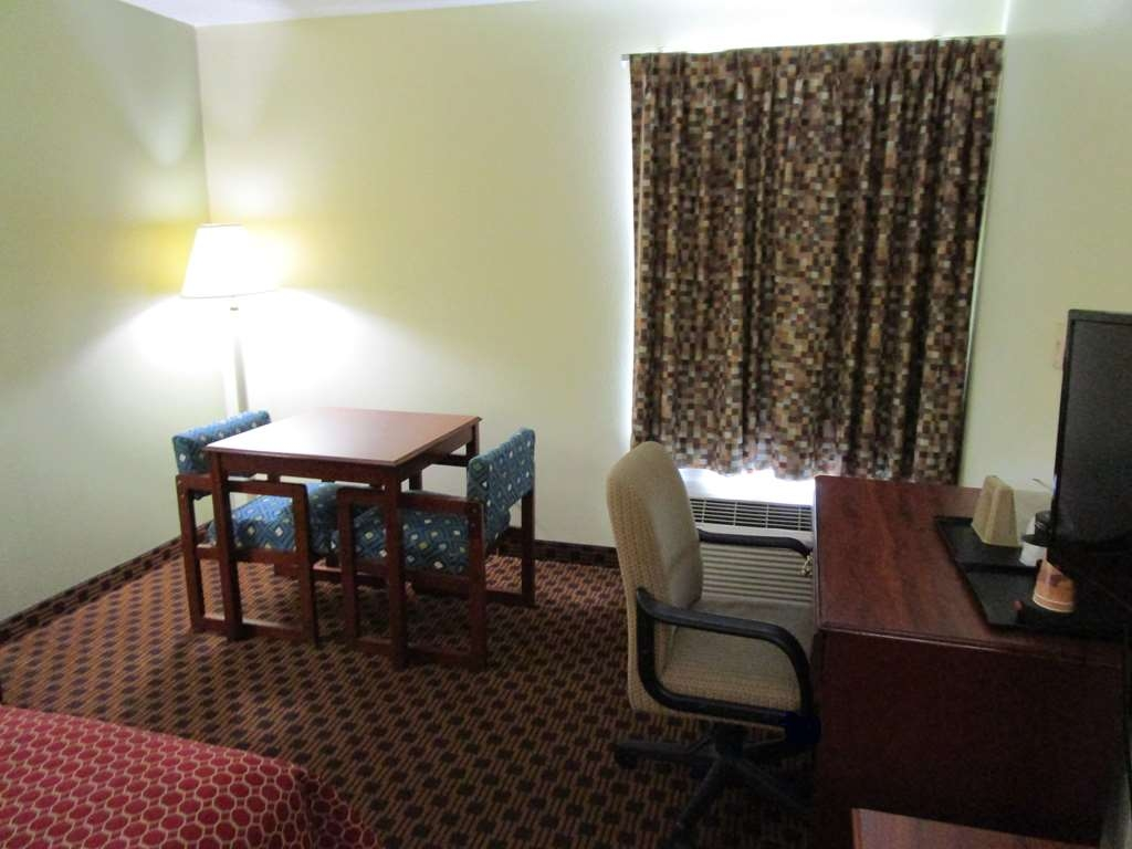 SureStay Plus Hotel by Best Western Chattanooga - Some of our rooms offer a little bit of extra space for your convenience.