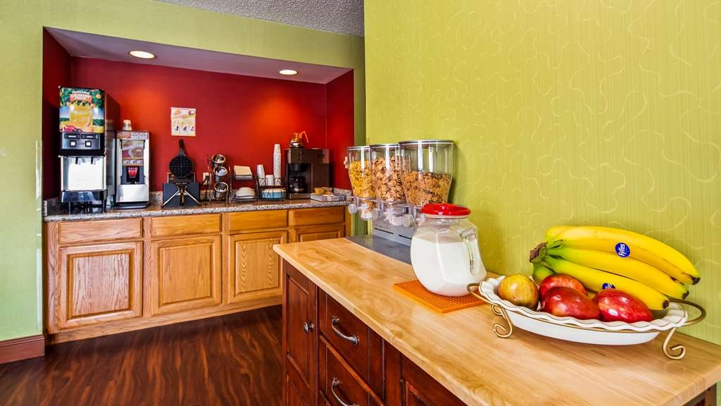 SureStay Plus Hotel by Best Western Chattanooga - Rise and shine with a complimentary breakfast every morning.