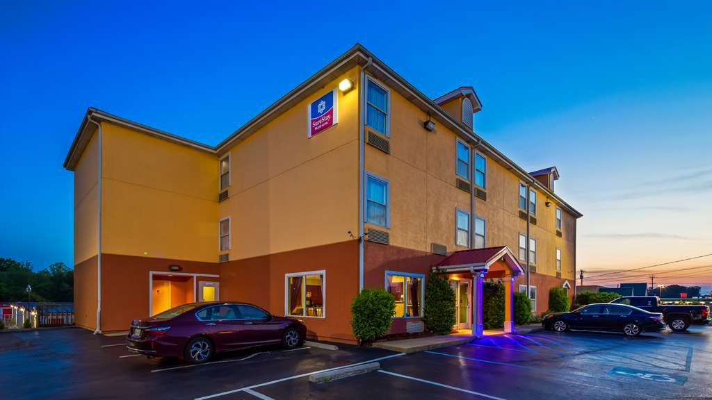 SureStay Plus Hotel by Best Western Chattanooga - We pride ourselves on being one of the finest hotels in Chattanooga.