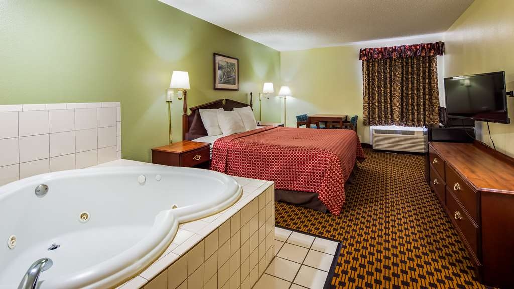 SureStay Plus Hotel by Best Western Chattanooga - Our suite king bedrooms feature a whirlpool, microwave and mini refrigerator.