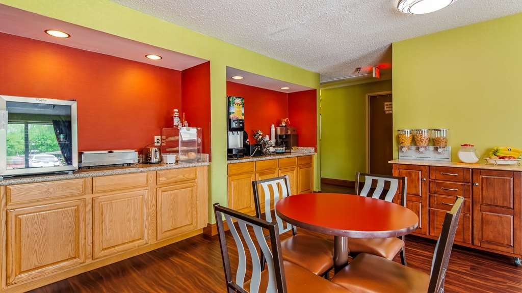 SureStay Plus Hotel by Best Western Chattanooga - Enjoy a balanced and delicious breakfast with choices for everyone.