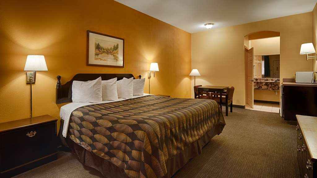 SureStay Hotel by Best Western Mission - At the end of a long day, relax in our clean, fresh one king size bed guest room.