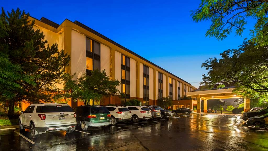 SureStay Plus Hotel by Best Western Chicago Lombard - Facciata dell'albergo