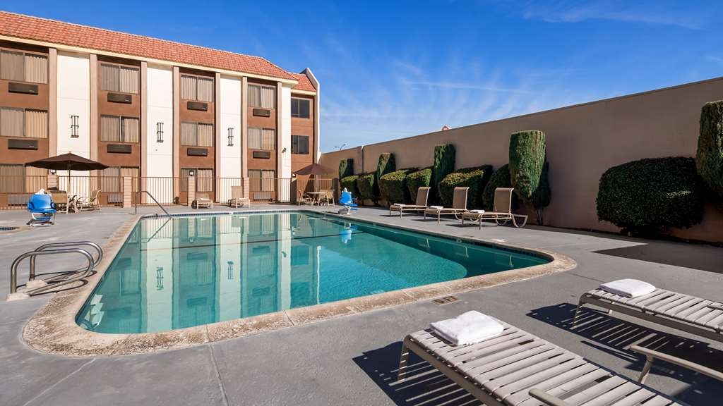 Best Western Norwalk Inn - Vue de la piscine
