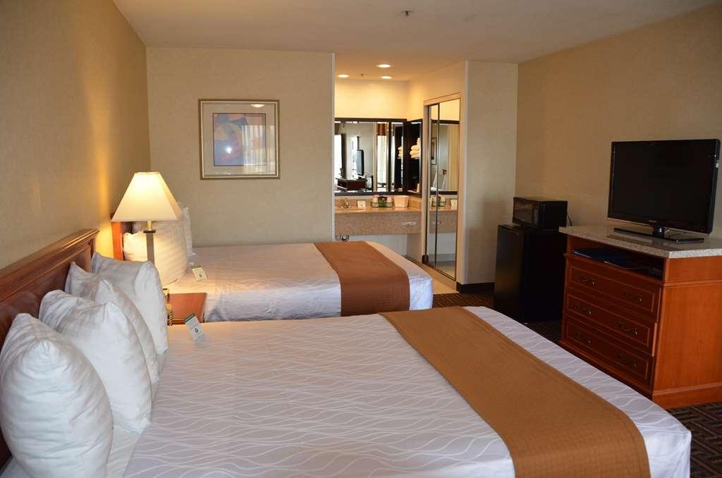 Best Western Norwalk Inn - Gästezimmer mit zwei Betten.