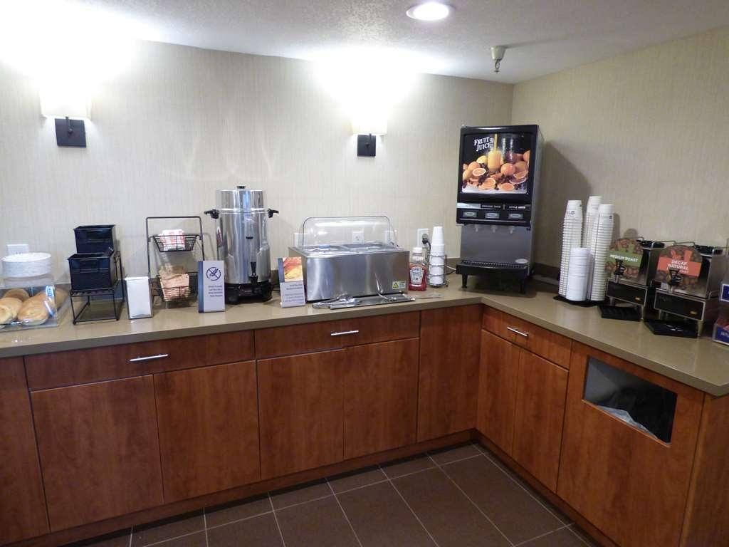 Best Western Norwalk Inn - Frühstücksbereich