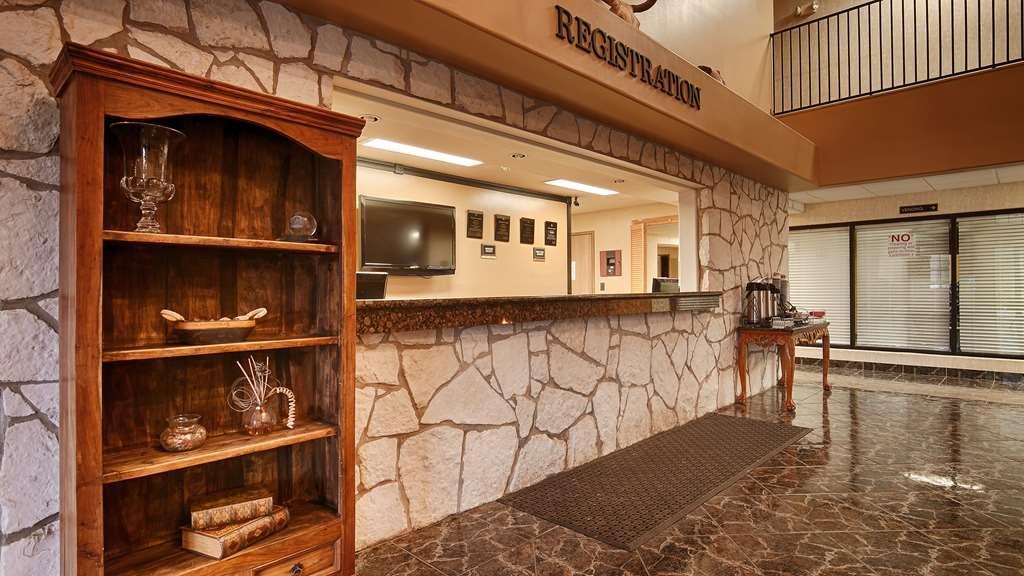 SureStay Plus Hotel by Best Western Beeville - Vue du lobby