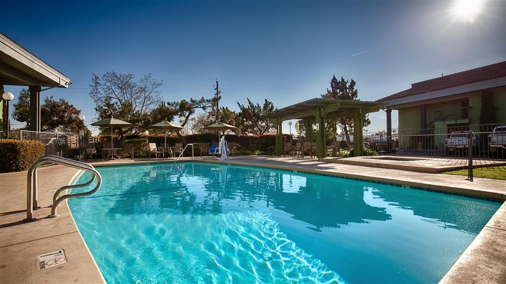 Best Western Village Inn - Enjoy a dip in our Outdoor Pool