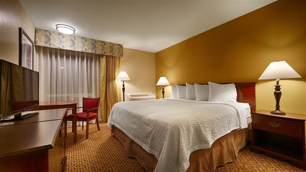 Best Western Village Inn - Make yourself at home in our King Guest Room